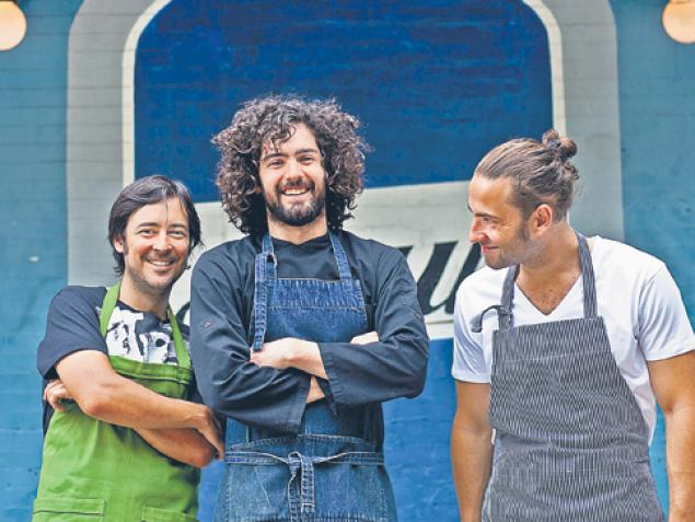 The new culinary team at Azul: Hernán Simesen (l.), head chef Nicolás López (c.) and Matías Romano