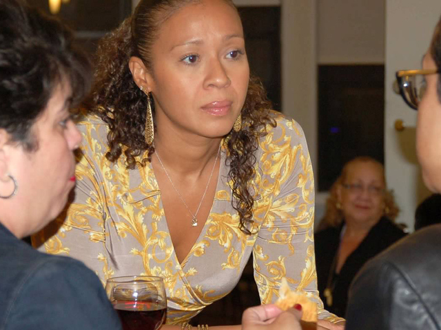 Cynthia Santiago at a workshop. (Photo/Rachel Breitman)