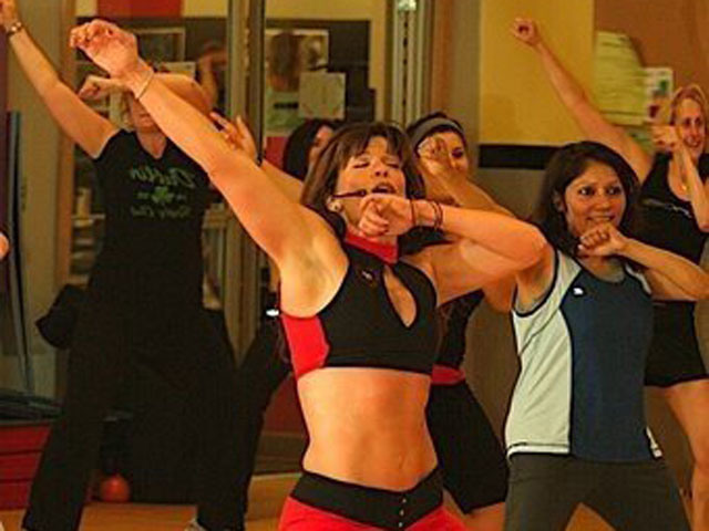 Wellness expert/personal trainer/nutrition coach, Josette Puig, giving a group fitness class. (Courtesy Josette Puig)